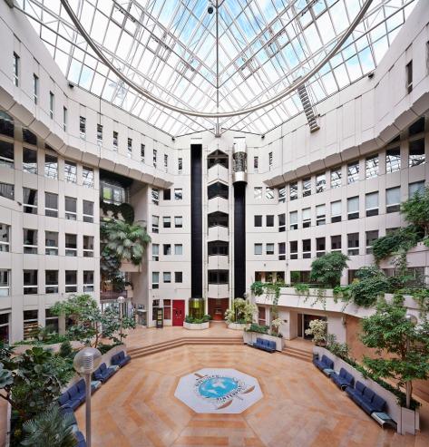La Couronne Monde.corpvs INTERPOL Police internationale Interpol et renseignements de l'armée Lyon France vue de l'intérieur